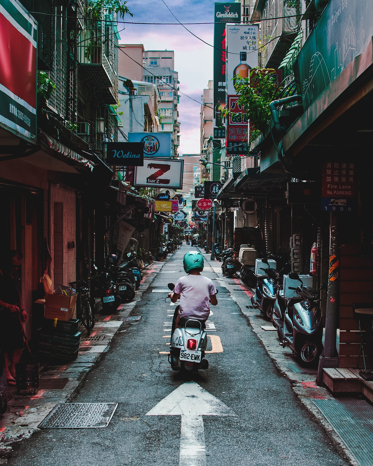 How To Make A Simple Alley Shot Look Amazing